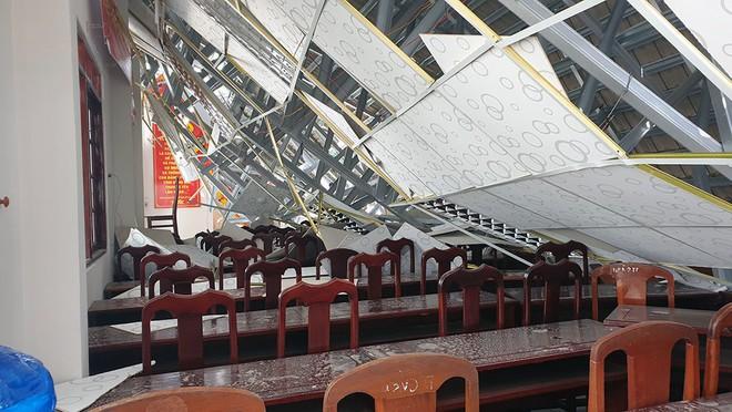Hội trường thị trấn ở Hậu Giang bất ngờ đổ sập sau 8 tháng bàn giao - Ảnh 3.