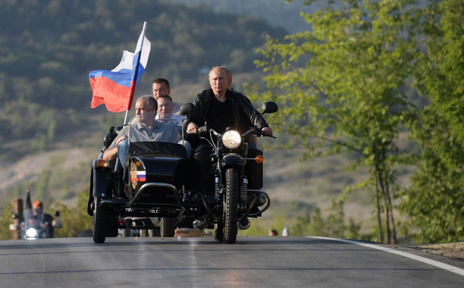 Sau màn trổ tài siêu ngầu ở Crimea, TT Putin bị người dân Nga đòi... phạt tiền vì lí do ít ai ngờ tới