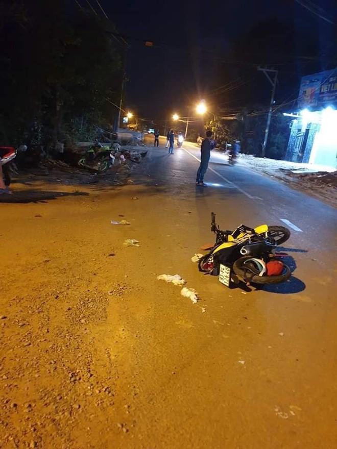 Cô gái trẻ truy đuổi kẻ giật điện thoại trong đêm, tông xe trọng thương 2 thanh niên đi đường - ảnh 1