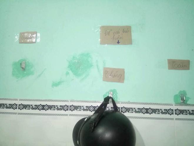 Hàng chục bảng quy định dán khắp phòng trọ của 3 nam sinh khiến ai bước vào cũng phải dè chừng - ảnh 3