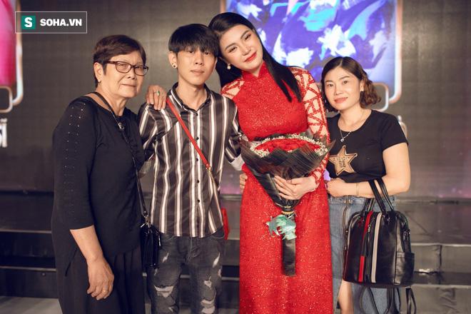 Á quân Tình Bolero 2019 Lily Chen: Cha ruột bỏ rơi, cuộc sống chưa từng có 1 ngày hạnh phúc - Ảnh 4.