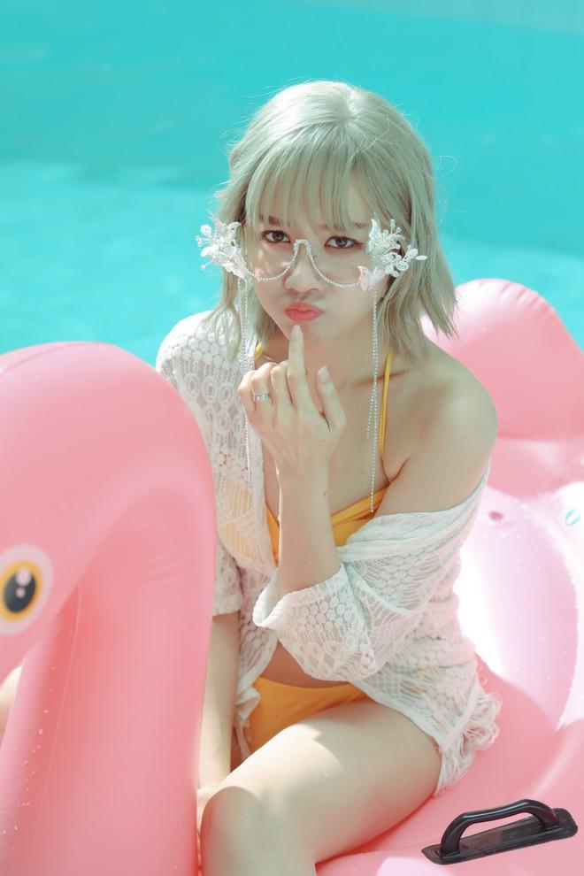 Lần hiếm hoi Hari Won thoải mái diện bikini nóng bỏng sau khi lấy chồng - Ảnh 7.