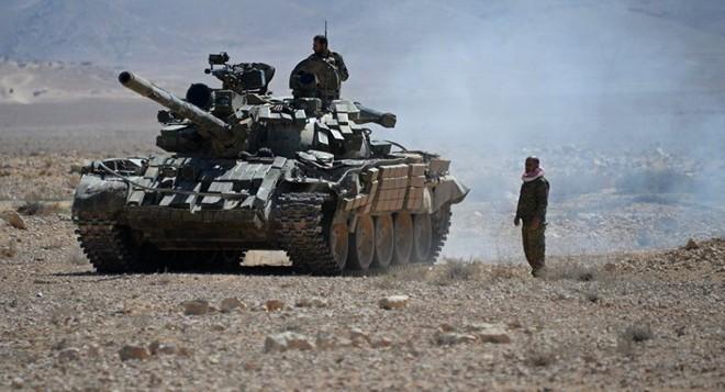 QĐ Syria bắt sống nhiều tăng thiết giáp, phiến quân vỡ trận Nam Idlib, tháo chạy như ong vỡ tổ - Ảnh 14.
