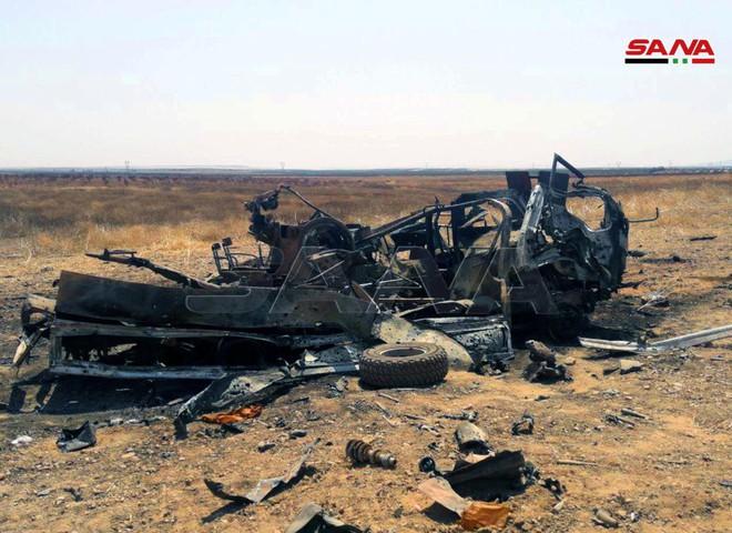 QĐ Syria bắt sống nhiều tăng thiết giáp, phiến quân vỡ trận Nam Idlib, tháo chạy như ong vỡ tổ - Ảnh 10.
