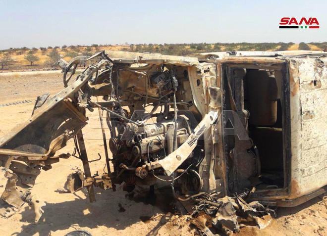QĐ Syria bắt sống nhiều tăng thiết giáp, phiến quân vỡ trận Nam Idlib, tháo chạy như ong vỡ tổ - Ảnh 11.