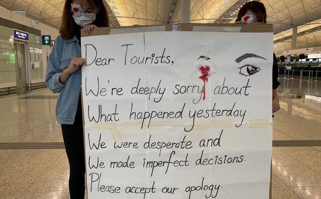 """CNN: Một số người biểu tình bất ngờ lên tiếng xin lỗi sau chuỗi ngày """"đại náo"""" sân bay Hong Kong"""