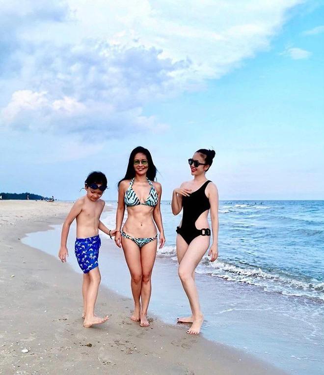 Hồng Nhung, Chiều Xuân, MC Kỳ Duyên 'đọ dáng' với bikini - ảnh 11