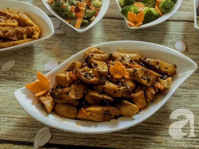 Rằm tháng 7, mẹ đảm Sài Gòn sửa soạn mâm cơm chay ngon đẹp hết cỡ ai nhìn thấy cũng phải xuýt xoa - Ảnh 4.