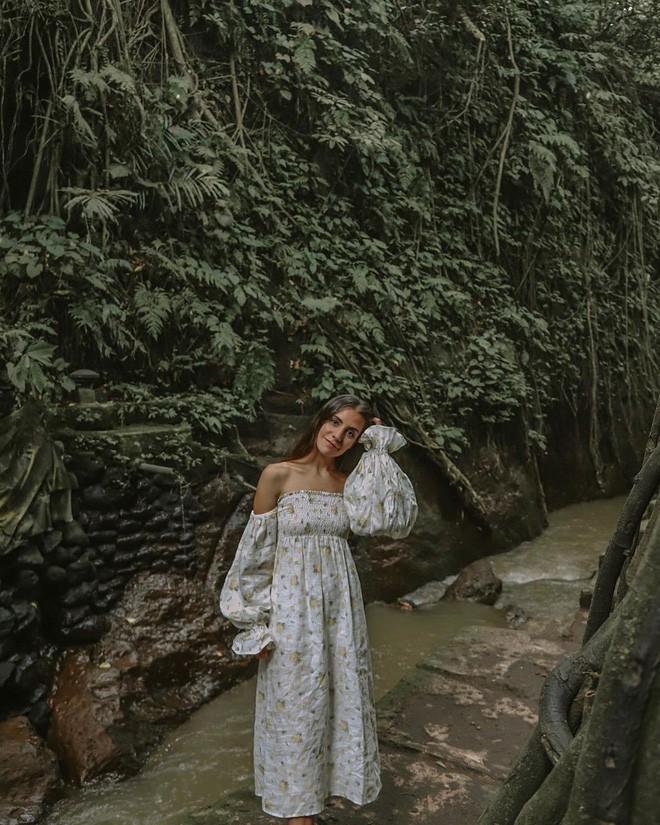Dùng nước thiêng ở ngôi đền nổi tiếng Bali để… rửa mông, cặp người mẫu bị chỉ trích gay gắt - ảnh 11