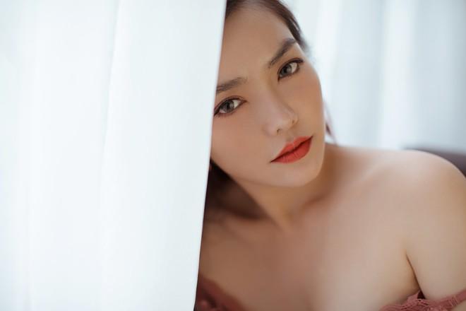 Hồng Kim Hạnh gợi cảm trong bộ ảnh mới, chuẩn bị tái xuất màn ảnh - Ảnh 5.