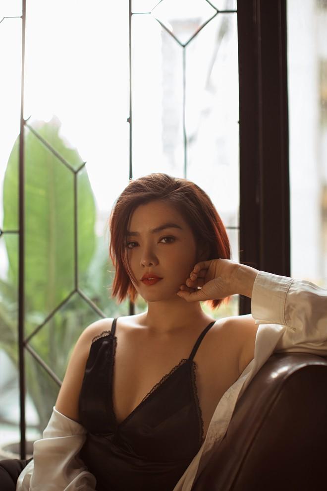 Hồng Kim Hạnh gợi cảm trong bộ ảnh mới, chuẩn bị tái xuất màn ảnh - Ảnh 4.
