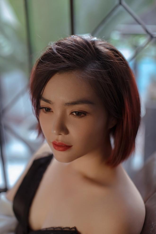 Hồng Kim Hạnh gợi cảm trong bộ ảnh mới, chuẩn bị tái xuất màn ảnh - Ảnh 1.