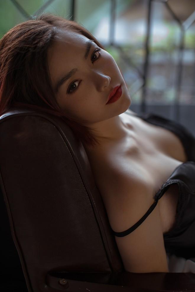 Hồng Kim Hạnh gợi cảm trong bộ ảnh mới, chuẩn bị tái xuất màn ảnh - Ảnh 3.