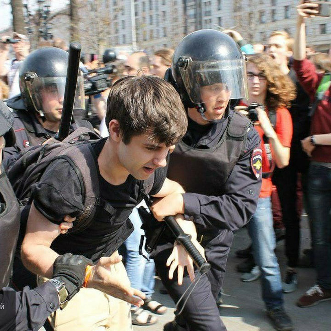 Nghị sĩ Nga bất đồng với Kremlin, chỉ trích cảnh sát dùng vũ lực trấn áp người biểu tình ở Moskva - ảnh 4