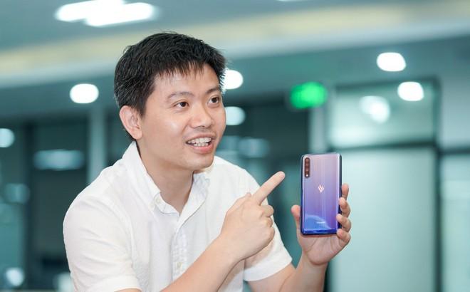 """Sếp Vsmart chính thức phát ngôn về nghi vấn điện thoại giống sản phẩm Trung Quốc: """"Có thứ chất xám Việt không thể sao chép nằm trong đó"""""""