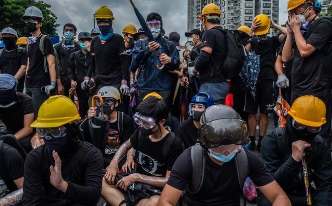 Sau Lục quân, Lực lượng tên lửa PLA đánh tiếng: Tôi cũng ủng hộ cảnh sát Hồng Kông, các người có thể đánh tôi được rồi đấy!
