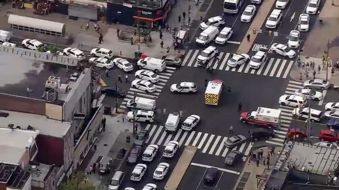 Mỹ: Sáu cảnh sát Mỹ bị thương sau trận đấu súng kịch tính, nghi phạm bị bắt giữ sau nhiều giờ cố thủ - Ảnh 11.