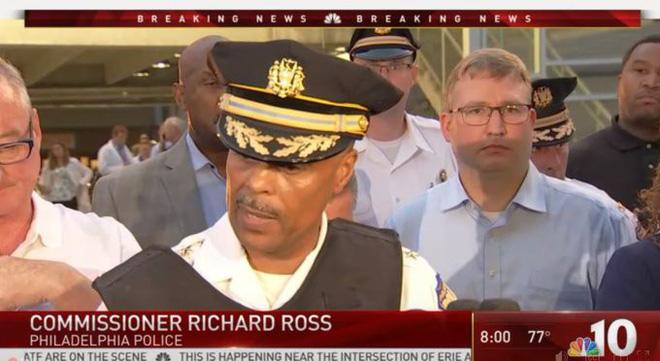 Mỹ: Sáu cảnh sát Mỹ bị thương sau trận đấu súng kịch tính, nghi phạm bị bắt giữ sau nhiều giờ cố thủ - Ảnh 2.