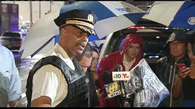 Mỹ: Sáu cảnh sát Mỹ bị thương sau trận đấu súng kịch tính, nghi phạm bị bắt giữ sau nhiều giờ cố thủ - Ảnh 1.