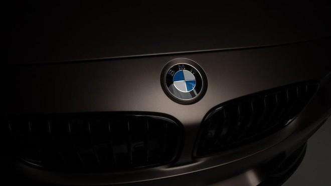 Đích thân BMW giải thích ý nghĩa đằng sau logo: Không phải cánh quạt như mọi người nghĩ  - Ảnh 1.