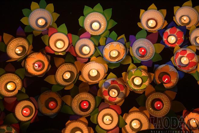 Hàng nghìn người ngồi kín chùa Phúc Khánh nghe giảng kinh trong lễ Vu Lan - Ảnh 11.