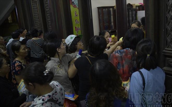 Hàng nghìn người ngồi kín chùa Phúc Khánh nghe giảng kinh trong lễ Vu Lan - Ảnh 13.
