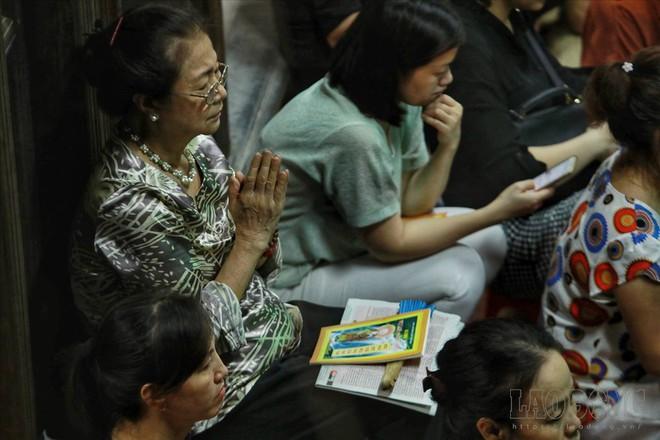 Hàng nghìn người ngồi kín chùa Phúc Khánh nghe giảng kinh trong lễ Vu Lan - Ảnh 3.