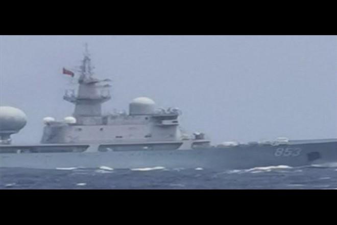Đi qua lãnh hải Philippines không thông báo, chiến hạm Trung Quốc thay đổi hải trình khi bị phát hiện - ảnh 2