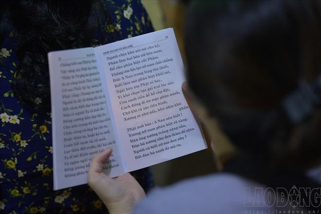 Hàng nghìn người ngồi kín chùa Phúc Khánh nghe giảng kinh trong lễ Vu Lan - Ảnh 4.