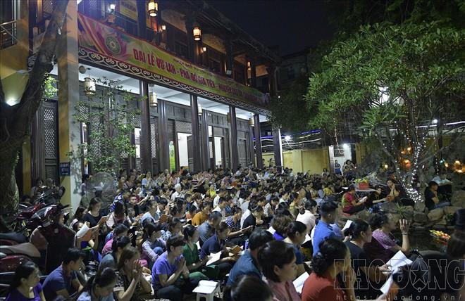 Hàng nghìn người ngồi kín chùa Phúc Khánh nghe giảng kinh trong lễ Vu Lan - Ảnh 5.