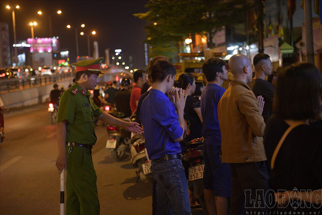 Hàng nghìn người ngồi kín chùa Phúc Khánh nghe giảng kinh trong lễ Vu Lan - Ảnh 8.