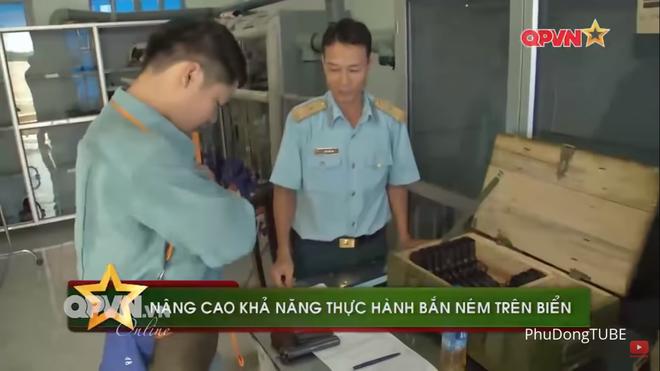 Phi công chiến đấu Việt Nam mang theo vũ khí gì khi lên tiêm kích Su-30MK2? - Ảnh 1.