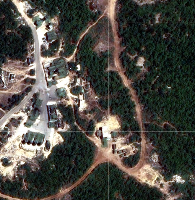 Syria bắn hạ tên lửa tấn công địa bàn đặt hệ thống S-300, S-400 Nga sẵn sàng khai hỏa - Ảnh 1.