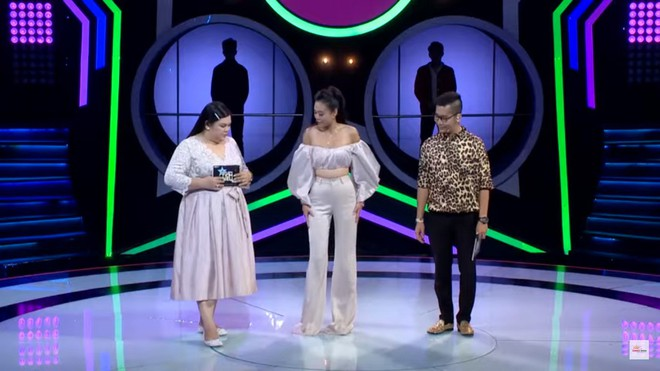 Á hậu Như Trần bị chê mặc lố, hở hang trên truyền hình - Ảnh 5.