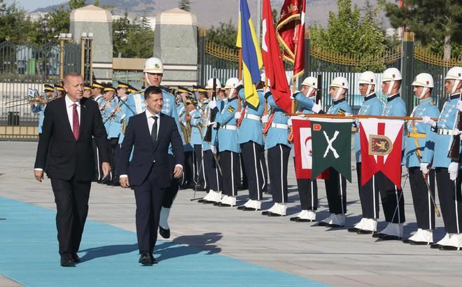 """Ukraine vươn tay sang Thổ Nhĩ Kỳ: Nước cờ """"nặng kí"""" với Nga?"""