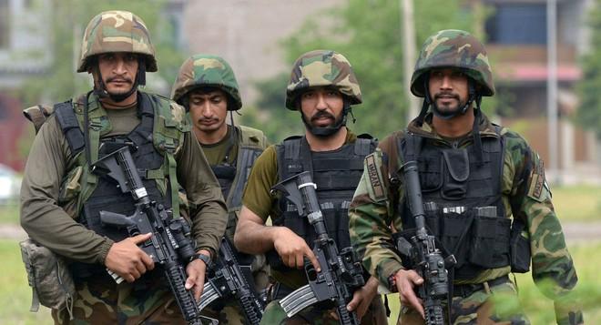 Ấn Độ-Pakistan giao tranh dữ dội ở biên giới, sử dụng hỏa lực mạnh - LHQ họp kín, tình hình rất căng thẳng - Ảnh 1.