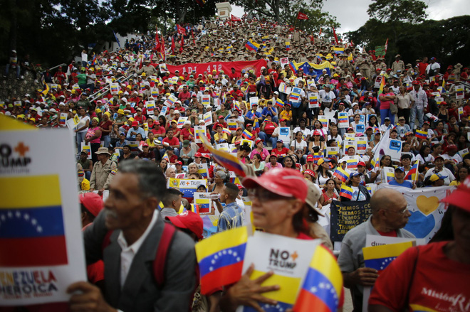 Lần đầu tiên sau hơn 1 thập kỷ, TQ tuyên bố ngừng nhập dầu thô Venezuela: Sợ Mỹ giáng đòn? - Ảnh 2.