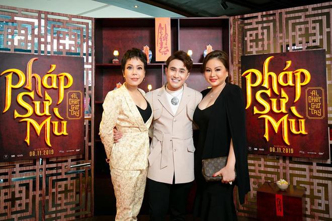 Việt Hương hóa bà mẹ đơn thân đầy thiện lương trong phim kinh dị Pháp sư mù - Ảnh 2.