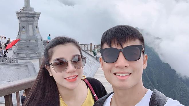Bùi Tiến Dũng và cô chủ khách sạn tình tứ trên đỉnh Fansipan - Ảnh 2.
