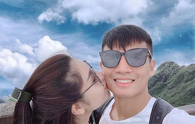 Bùi Tiến Dũng và cô chủ khách sạn tình tứ trên đỉnh Fansipan - Ảnh 4.