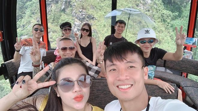 Bùi Tiến Dũng và cô chủ khách sạn tình tứ trên đỉnh Fansipan - Ảnh 8.