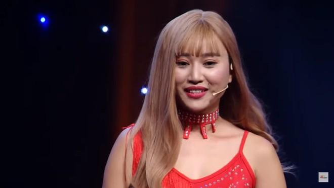 MC Nguyên Khang bị khán giả chỉ trích vì dẫn chương trình vô duyên, hỏi sỗ sàng người chơi - Ảnh 1.