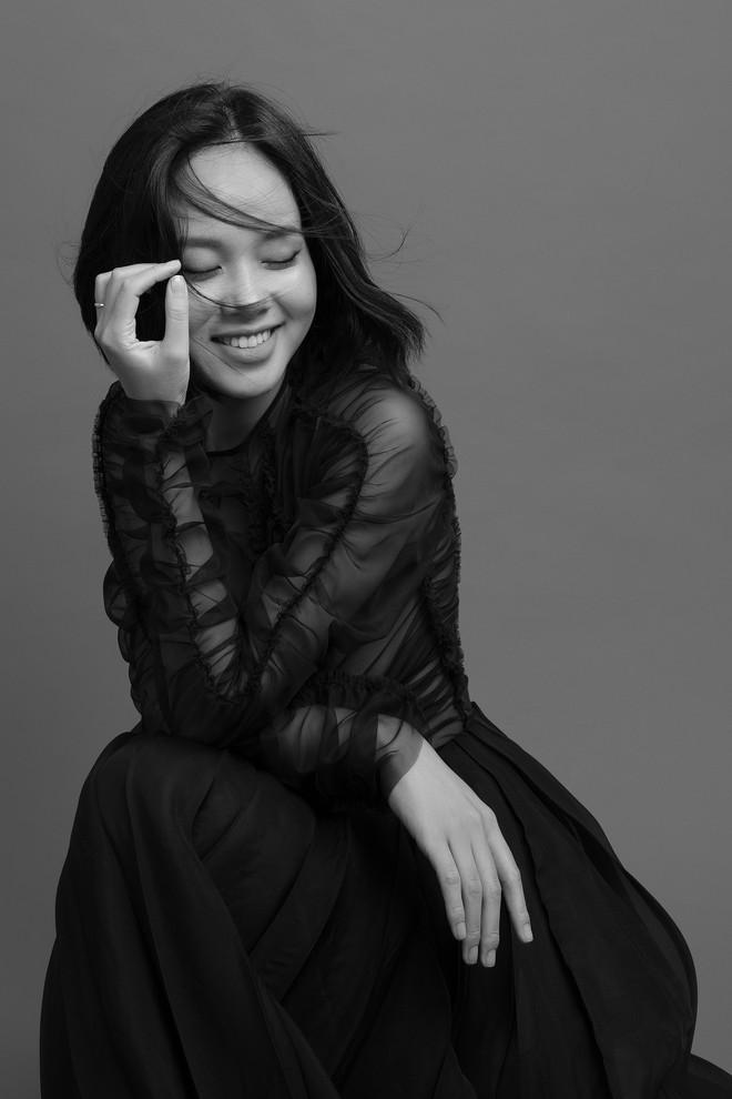 Hoàng Quyên tái xuất với hình ảnh nữ tính, ngọt ngào của người phụ nữ đang hạnh phúc - Ảnh 2.