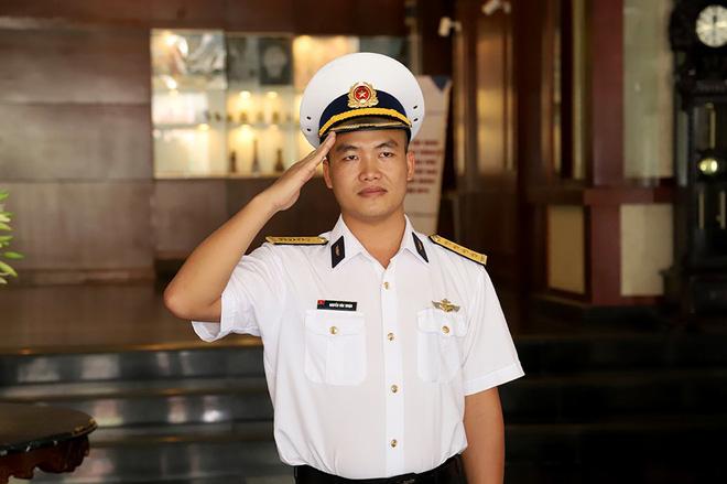 Chàng phi công đầu tiên lái thủy phi cơ qua 5 quốc gia về Việt Nam - Ảnh 1.