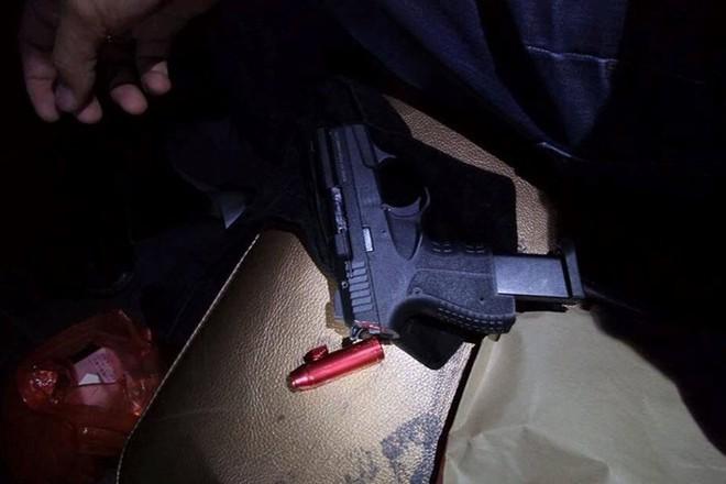 Nhiều đối tượng tàng trữ ma túy và súng trong quán Hey Club - Ảnh 2.