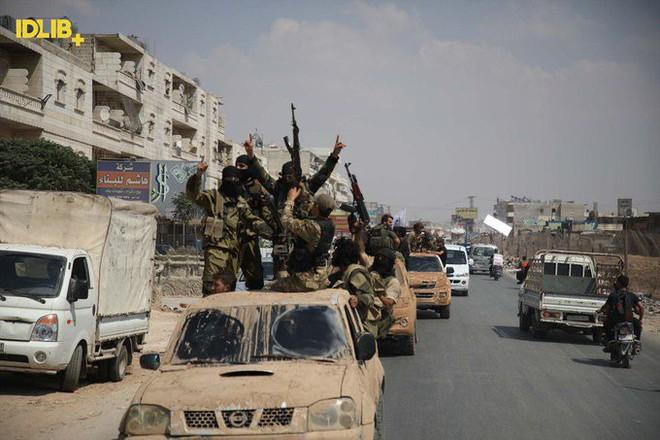 Căng thẳng tăng cao, phiến quân sụp đổ, Thổ Nhĩ Kỳ cấp tốc ứng cứu - QĐ Syria được lệnh tấn công, bất kể là ai - Ảnh 16.