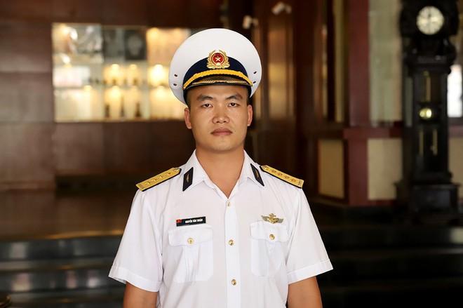Chàng phi công đầu tiên lái thủy phi cơ qua 5 quốc gia về Việt Nam - Ảnh 8.