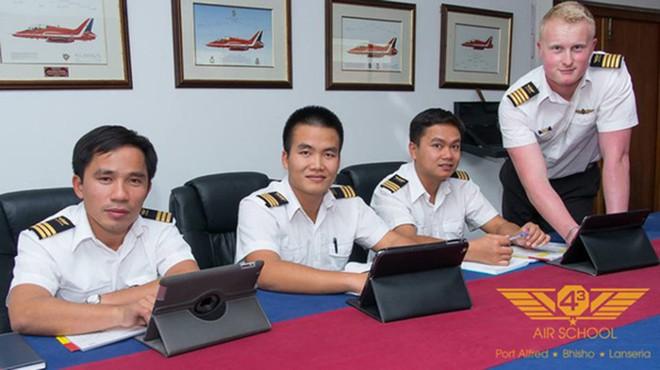 Chàng phi công đầu tiên lái thủy phi cơ qua 5 quốc gia về Việt Nam - Ảnh 12.