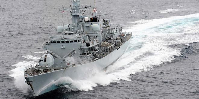 Tàu chiến Hải quân Anh bất lực đứng nhìn Iran bắt giữ tàu chở dầu: Tại sao? - Ảnh 1.