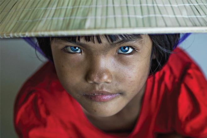 Nhiếp ảnh gia người Pháp và hành trình đi tìm màu mắt lạ của hai cô gái Việt Nam - ảnh 3